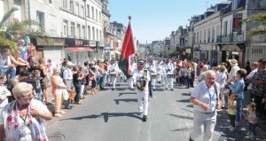موسيقى البحرية السلطانية العمانية تواصل مشاركتها في مهرجان فرنسا للموسيقي العسكرية (التاتو)
