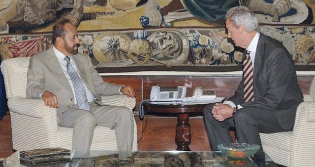 بدر بن سعود يلتقي وزير الدفاع الأسباني ويطلع على مشروع تصنيع رادارات لسلاح الجو السلطاني العماني