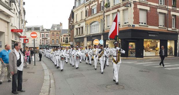 موسيقى البحرية السلطانية العمانية تشارك في المهرجان الموسيقي العسكري ( التاتو ) بفرنسا
