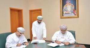 المدعي العام يوقع اتفاقيتي مشروع إنشاء مبنى المديرية العامة للادعاء العام بمسندم ومخزن الادعاء العام بمسقط