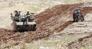 جيش الاحتلال يدمر زراعات الفلسطينيين في (نابلس).. وخنازير مستوطنيه تتلف قمح (سفليت)