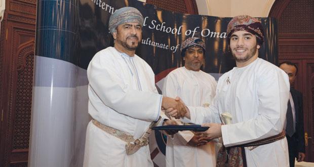 المدرسة العمانية العالمية تحتفل بتخريج الدفعة الثانية من طلابها