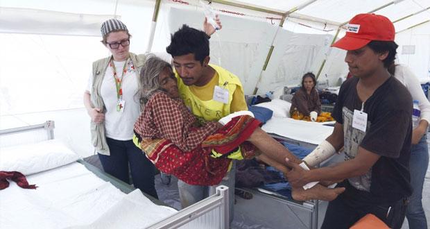 نيبال : عمليات إغاثة المنكوبين تُدار من الخيم والملاجىء والحكومة تنفي عدم كفاءتها في تنسيق المساعدات