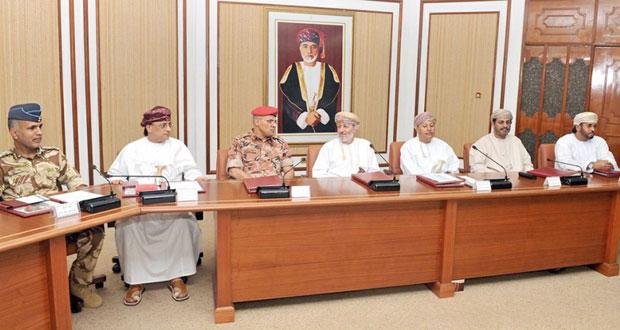 محافظ ظفار يلتقي بمنتسبي الدورة الثانية لكلية الدفاع الوطني