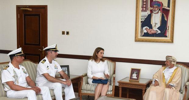نائب محافظ مسقط يستقبل قائد سفينة ايطالية
