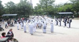 موسيقى البحرية السلطانية العمانية تقدم مقطوعات موسيقية واستعراضات في باريس