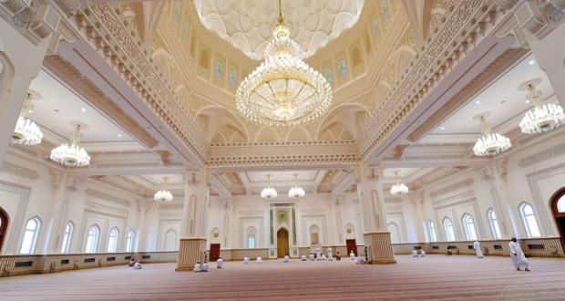 بتكليف من جلالته .. الخليلي يفتتح جامع السلطان قابوس بولاية سمائل