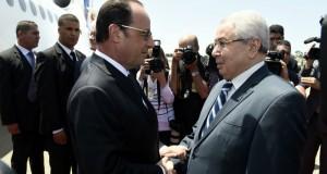 الجزائر: اولاند في زيارة لبحث التعاون في ملفي مالي وليبيا