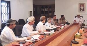 لجنة الشؤون البلدية بمطرح تناقش موضوع العمال المخالفين لقانون العمل والمتسللين داخل الأحياء السكنية