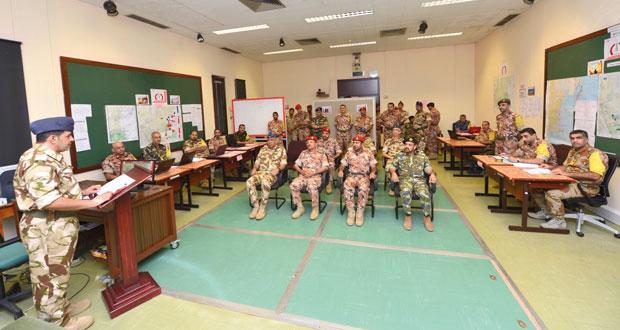 أحمد النبهاني وعدد من قادة الأسلحة يتابعون فعاليات تمرين (الحزم) بكلية القيادة والأركان
