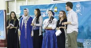 كلية السلطان ﻗﺎﺑﻮﺱ ﻟﺘﻌﻠﻴﻢ ﺍﻟﻠﻐﺔ ﺍﻟﻌﺮﺑﻴﺔ ﻟﻠﻨﺎﻃﻘﻴﻦ ﺑﻐﻴﺮها بمنح تقيم أمسية ثقافية