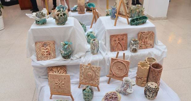 افتتاح المعرض التشكيلي لطلاب المدرسة البريطانية في مسقط بجمعية الفنون التشكيلية