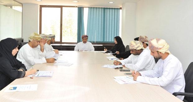 تجوال عماني عربي في قطوف متنوعة تقدمها إذاعة سلطنة عمان لمستمعيها