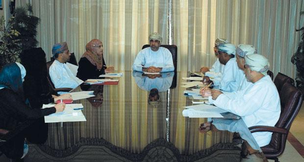 لجنة دراسة ظاهرة المد الأحمر تناقش خطتها القادمة