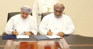 هيئة المنطقة الاقتصادية الخاصة بالدقم توقع مذكرة تفاهم مع وزارة القوى العاملة