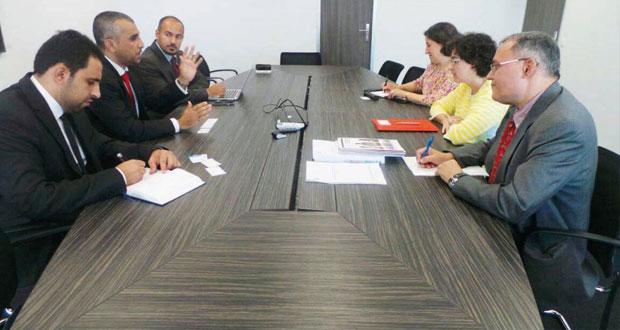 بحث التعاون بين غرفة تجارة وصناعة عمان ومركز التجارة العالمي بجنيف