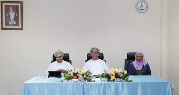 وزير الصحة يجتمع بمسؤولي المجلس العماني للاختصاصات الطبية