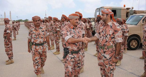 قائد لواء المشاة ٢٣ يتابع أعمال الإنقاذ التي قام بها الجيش السلطاني العماني بولاية بصور