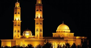 في قلب بهلاء.. جامع السلطان قابوس صرح إسلامي يتجلى بروعته المعمارية ومقصد هام للدراسة والاطلاع