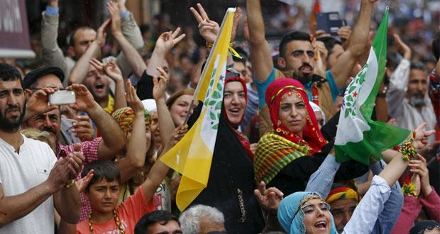 تركيا تترقب مستقبلها السياسي بانتخابات تشريعية..وانفجار يستهدف تجمعا في (ديار بكر)