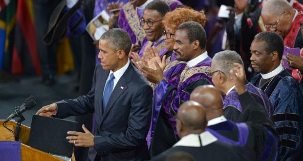 أوباما يتعهد بالتصدي للعنصرية وفوضى السلاح في تأبين ضحايا (تشارلستون)