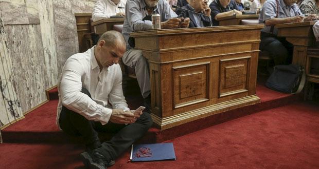 اليونان: الأحزاب تطلع على نتائج مفاوضات الديون.. وتسيبراس يتهم (الترويكا) بمحاولة إذلال حكومته