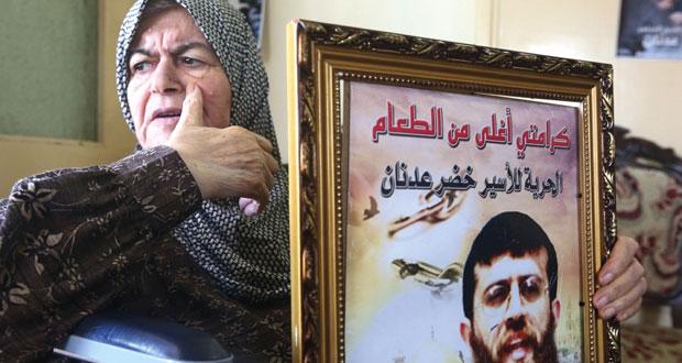 الاحتلال يضغط على الأسير عدنان لفك إضرابه وسعدات يهدد بخوضه