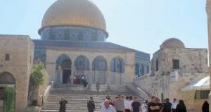 الاحتلال وقطعانه يصعدون إرهابهم بالأقصى والقدس