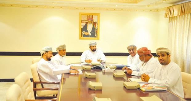 اجتماع اللجنة المشرفة على توثيق مسيرة الرياضة العمانية