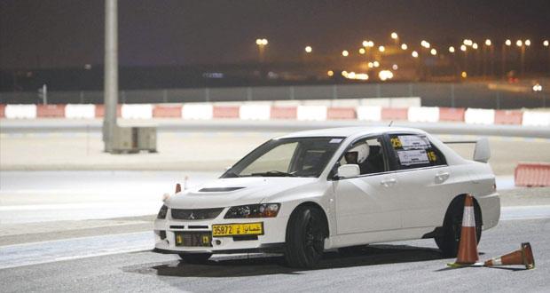 27 مشاركا في الجولة الأولى من سباقات السرعة بالجمعية العمانية للسيارات