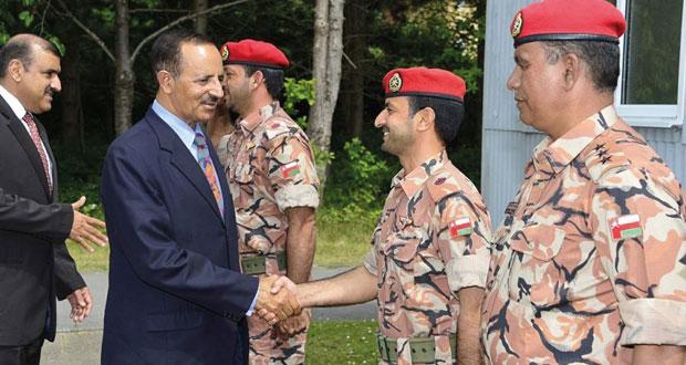 احمد النبهانى يزور فريق قوات السلطان المسلحة للرماية المشارك في بطولة بيزلي