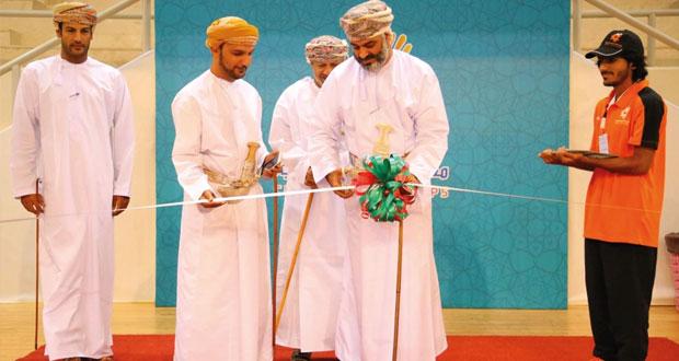 افتتاح فعاليات وبرامج قرية التنمية بمعسكر شباب الأندية بمحافظة مسقط