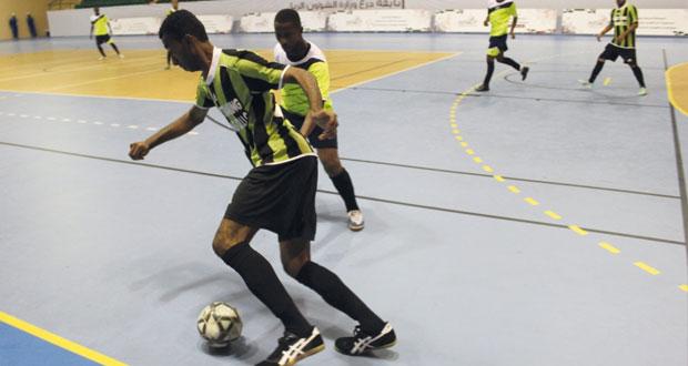 في بطولة وزارة الشؤون الرياضية لخماسيات القدم.. أربع فرق تتألق وتحجز بطاقات التأهل إلى منافسات دور الـ 8