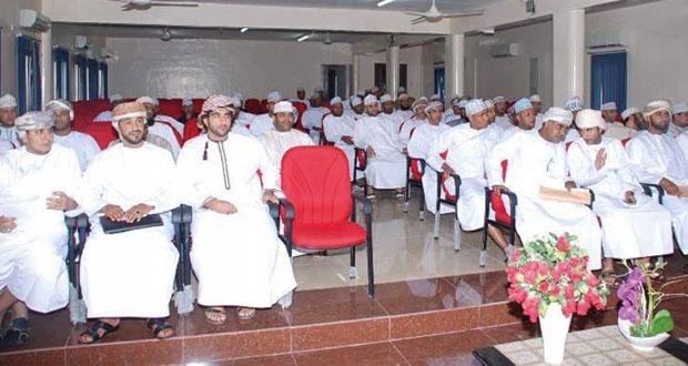 58 عضوا من أعضاء عمومية نادي سمائل يرفضون التصويت ويطالبون بإلغاء الاجتماع