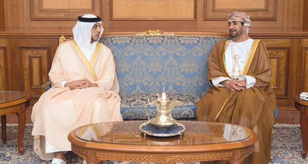 وزير ديوان البلاط السلطاني يستقبل نائب رئيس مجلس الوزراء وزير شؤون الرئاسة بدولة الإمارات