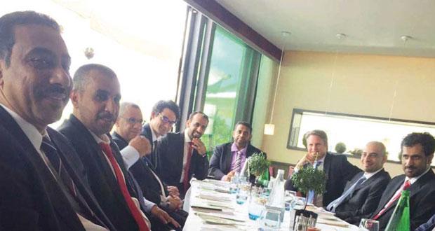 بحث التعاون بين غرفة تجارة وصناعة عمان والغرفة العربية السويسرية بجنيف