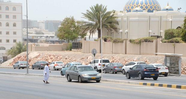 مطالبات بإيجاد حلول للتنقل بين المستشفى السلطاني والمؤسسات الصحية المجاورة له