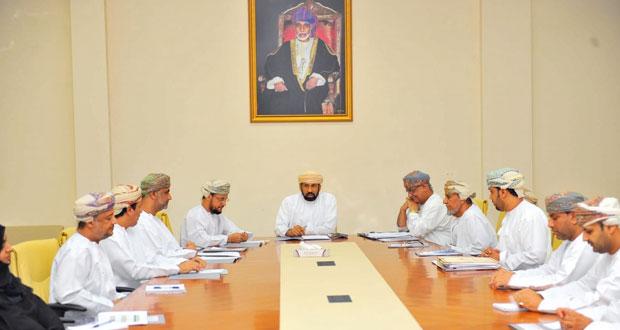 لجنة توثيق مسيرة الرياضة العمانية تناقش طريقة جمع المعلومات وتوزيع المهام