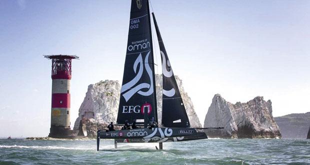 """القارب """"سلطنة عُمان"""" يتوج بصدارة سباق جي.بي مورجان ويضيف إنجازا جديدا للسلطنة"""