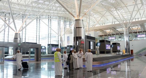 وزير السياحة يطلع على التسهيلات السياحية بمطار صلالة الجديد