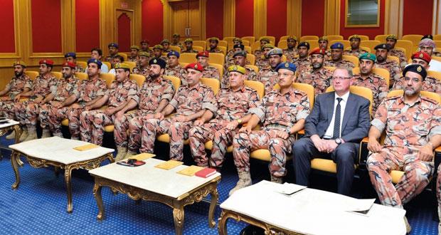 الجيش السلطاني العماني يدشن مشروع منظومة أجهزة الاتصالات التعبوية (أثير)