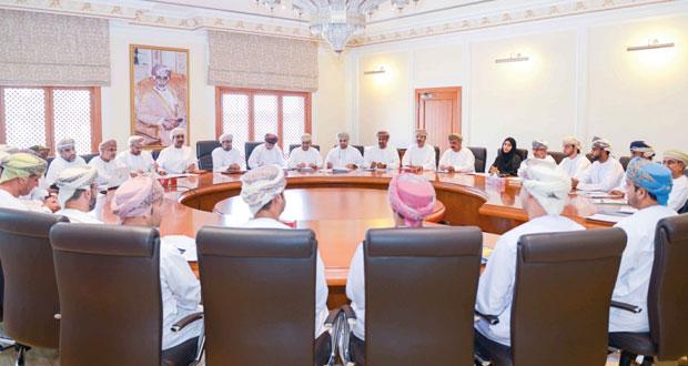مناقشة التحديات التي تواجه الوزارة وإجراء مراجعة شاملة لمنجزاتها خلال الخطة الخمسية الحالية
