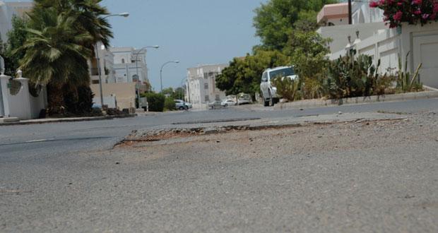 عقب توصيل خدمات البنية التحتية الطرق الداخلية في أحياء محافظة مسقط بحاجة لصيانة شاملة