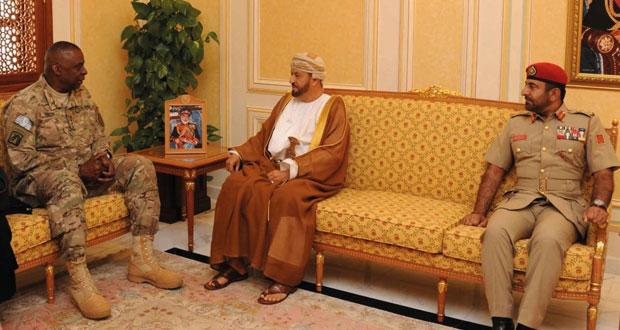 النعماني وبدر بن سعود يستقبلان قائد القيادة الوسطى الأمريكية