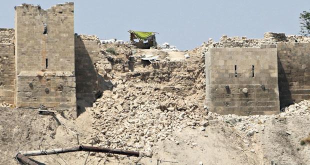 انهار جزء من السور الرئيسي للقلعة الأثرية في مدينة حلب القديمة