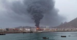 اليمن : المقاومة الشعبية تستعيد مطار عدن والحوثيون يقصفون مصفاة البريقة