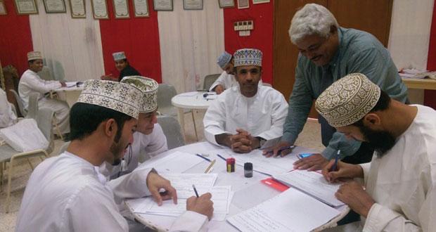 """ختام دورة تدريبية في مجال """"الخط العربي"""" ضمن فعاليات نزوى عاصمة الثقافة الإسلامية"""
