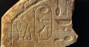الكشف عن لوحتين أثريتين على ساحل البحر الأحمر بمصر