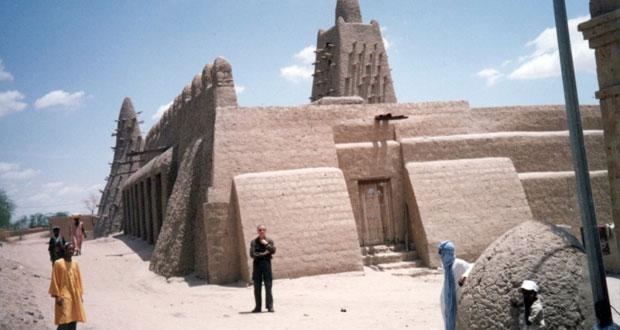 اليونيسكو تعيد بناء أضرحة أثرية في مدينة تمبكتو أدرجتها على لائحة التراث الإنساني