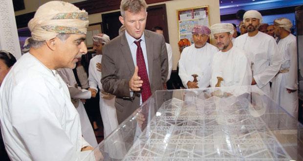 """""""تنمية نفط عمان"""" وشركة جلاس بوينت سولار توقعان عقداً لبناء إحدى أكبر محطات توليد البخار بالطاقة الشمسية في العالم بتكلفة 600 مليون دولار"""